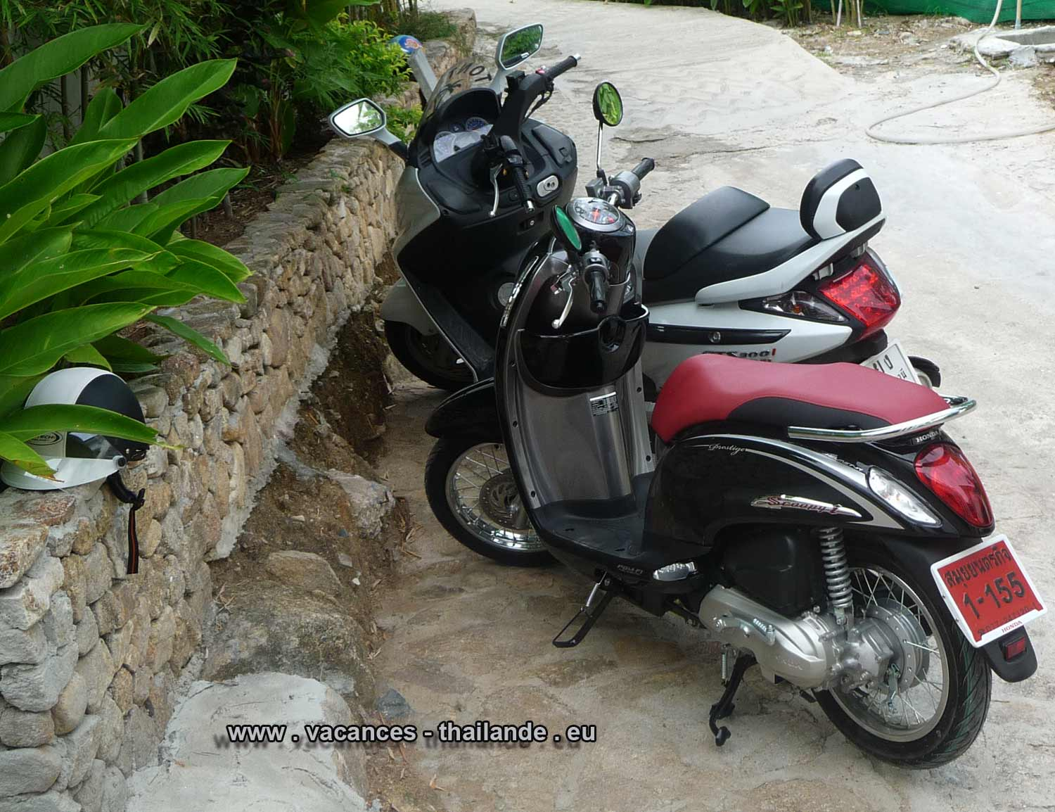 p32 scooters Honda of 110, 150, 300 ccm leased the house and are available on arrival and especially without formalities so called resting ansi that helmets has samui koh thailande.html